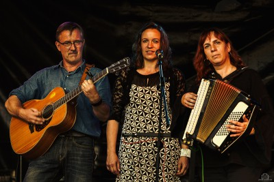 Tone Fisch: Stefan Gliwitzki - Gitarre, Gesang; Michaela Jeretzky - Sängerin; Bianca Kaup - Irish Flute, Tin Whistle, Querflöte, Akkordeon
